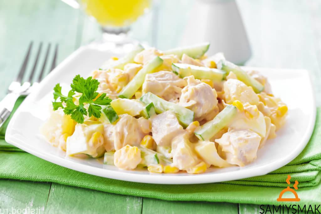 Йогуртовый салат с курицей и ананасами