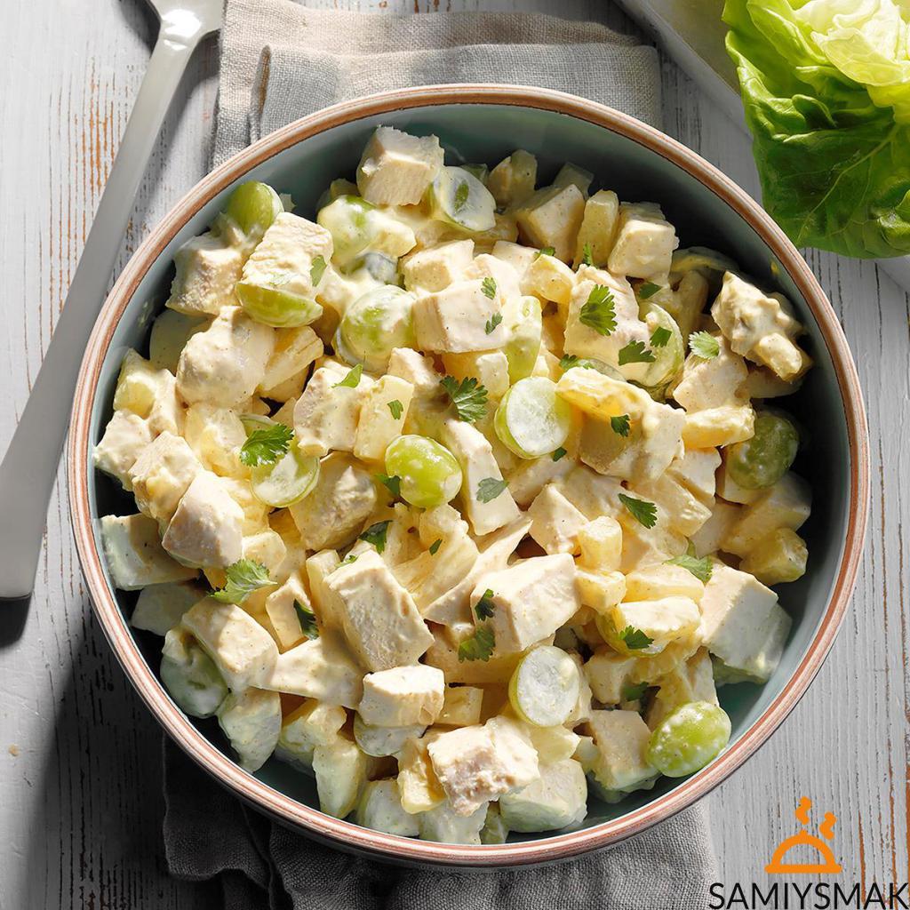 Классический салат с курицей и ананасами