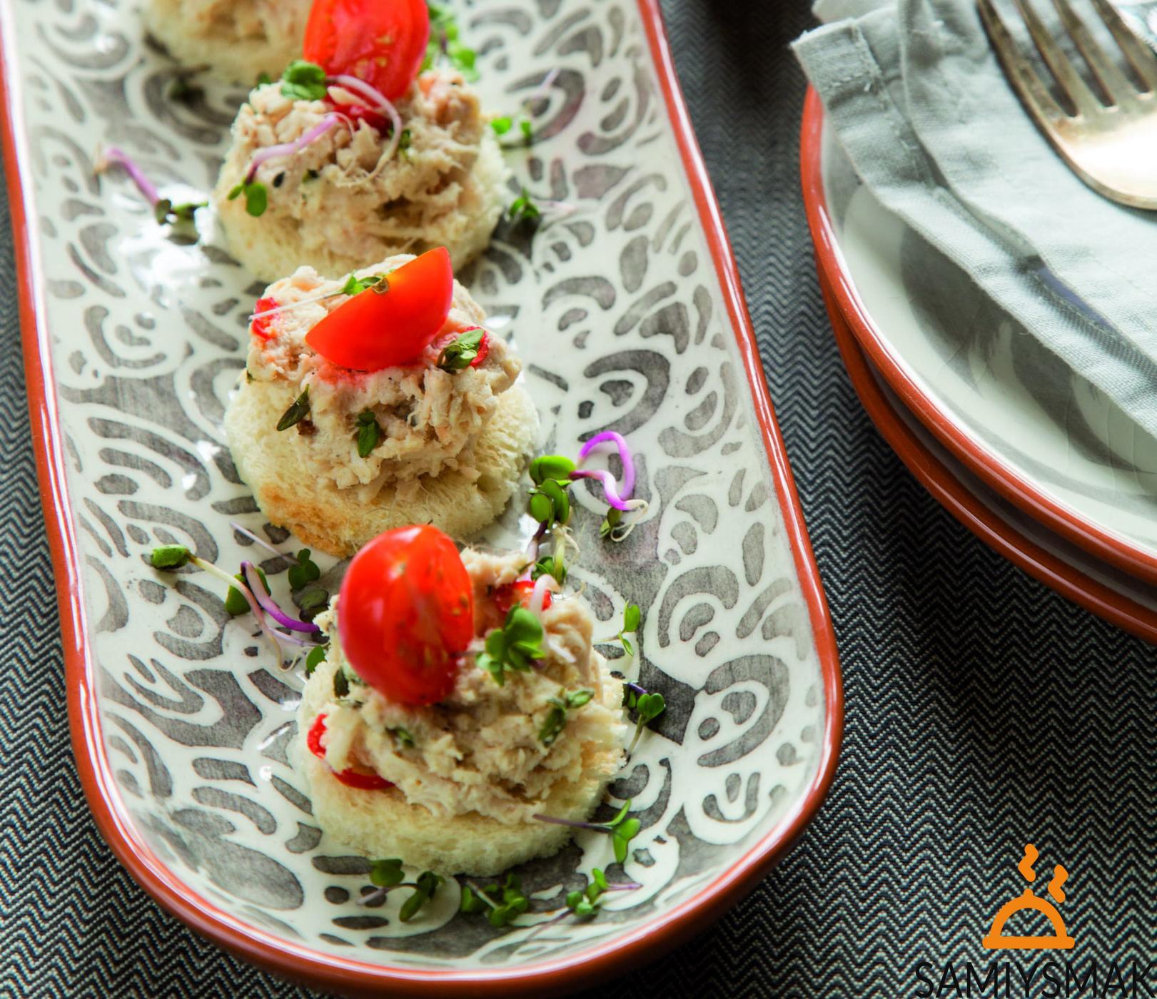 Рецепт канапе с индейкой и помидорами