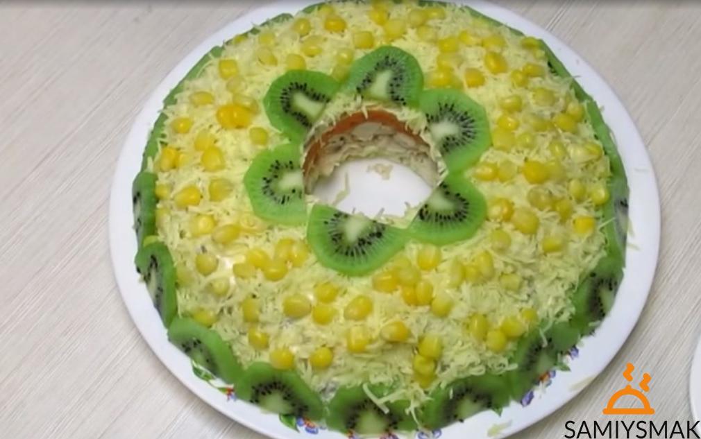 Салат на праздник с грибами и киви