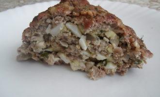 Мясной рулет из свинины с яйцом