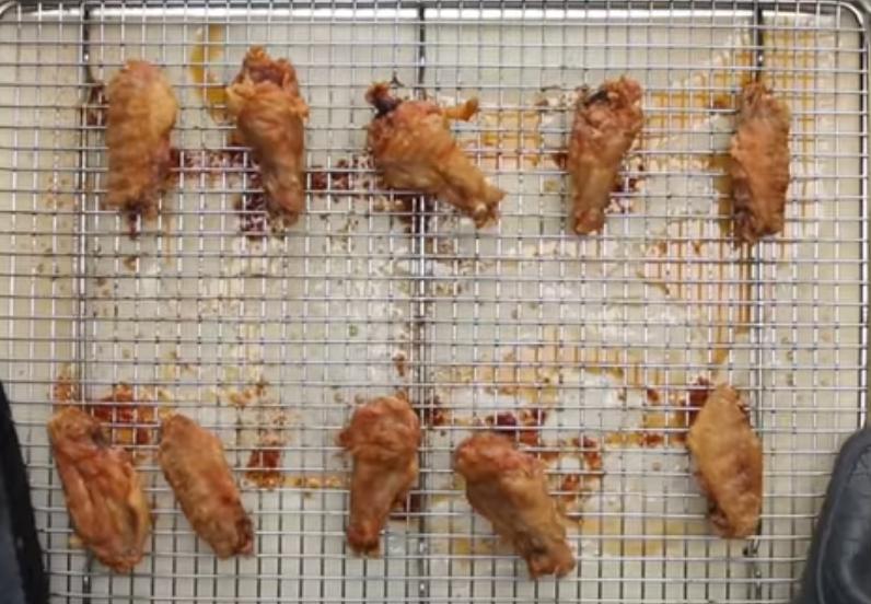 Печеные в духовке крылышки курицы