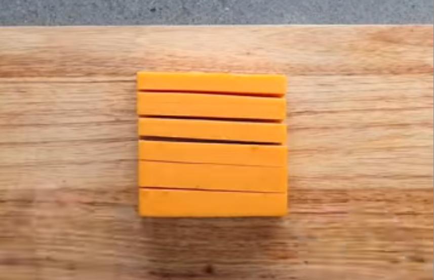 Нарезка желтого сыра