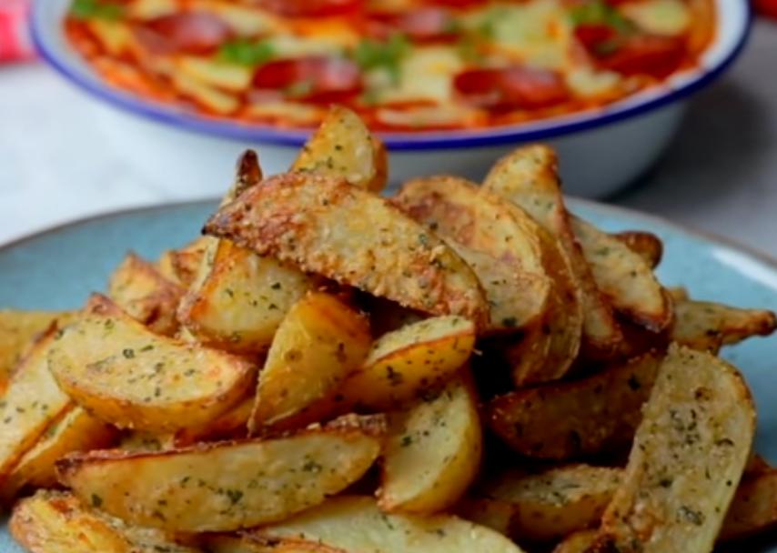 Печеный картофель с соусом