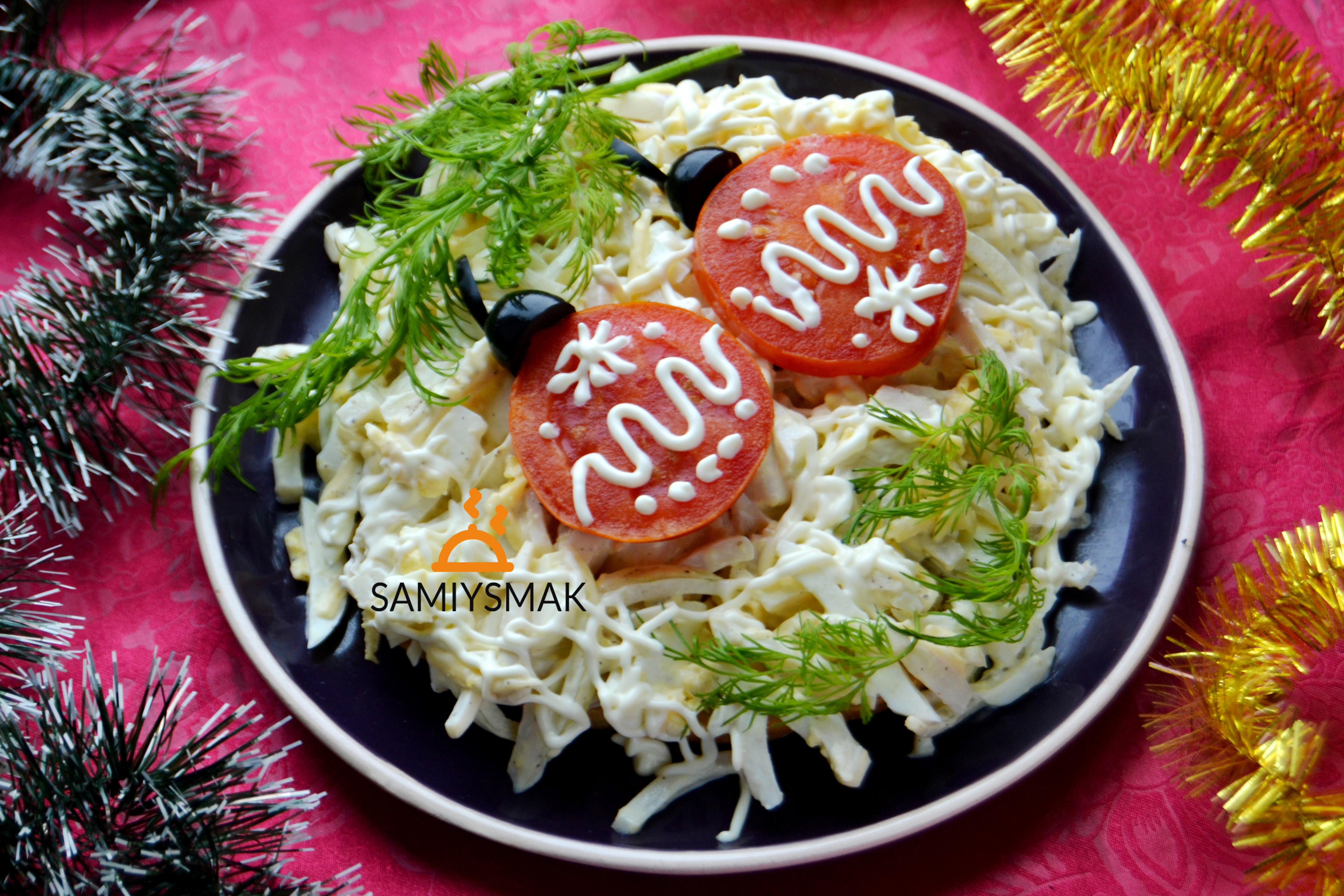 Салат в виде елочных шаров
