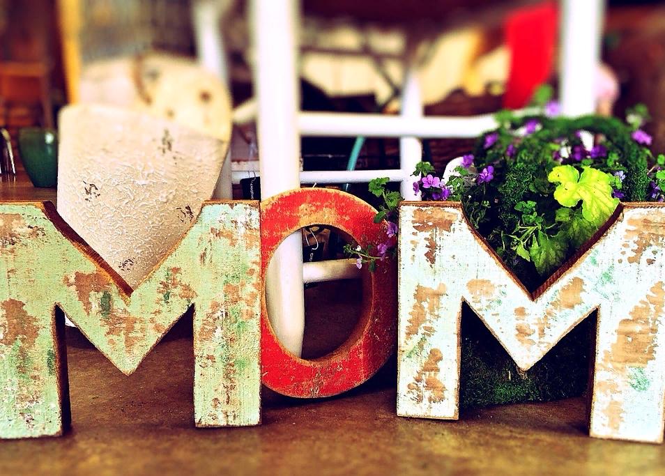 День мамы в России