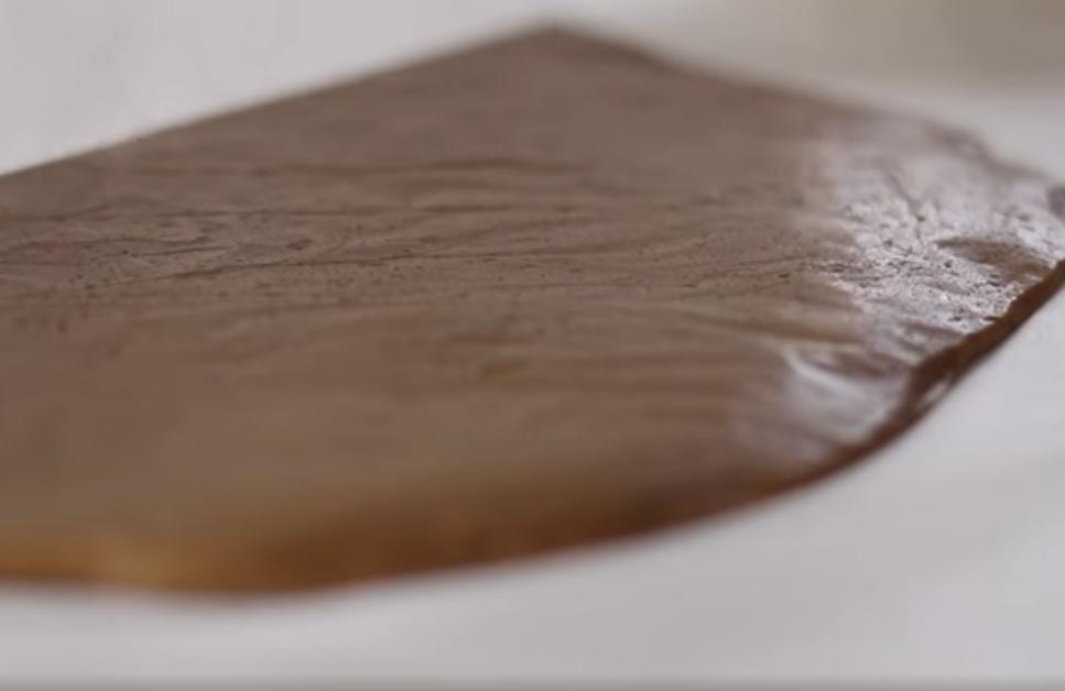 Пласт теста шоколадный