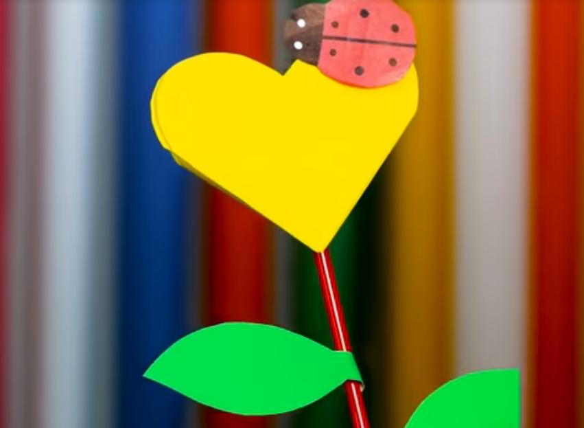 Валентинка в виде цветка