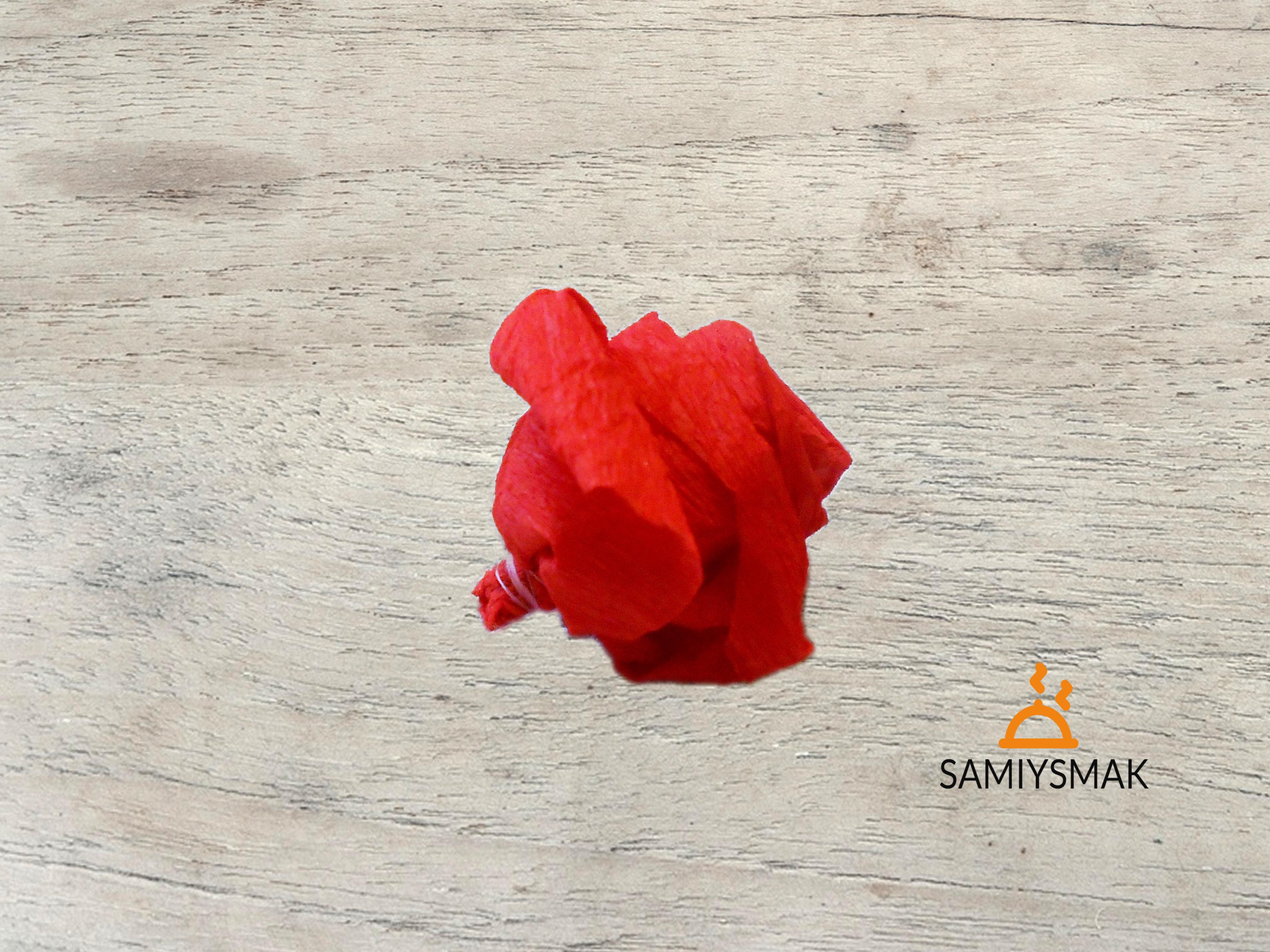 Розочка чайная из бумаги красная