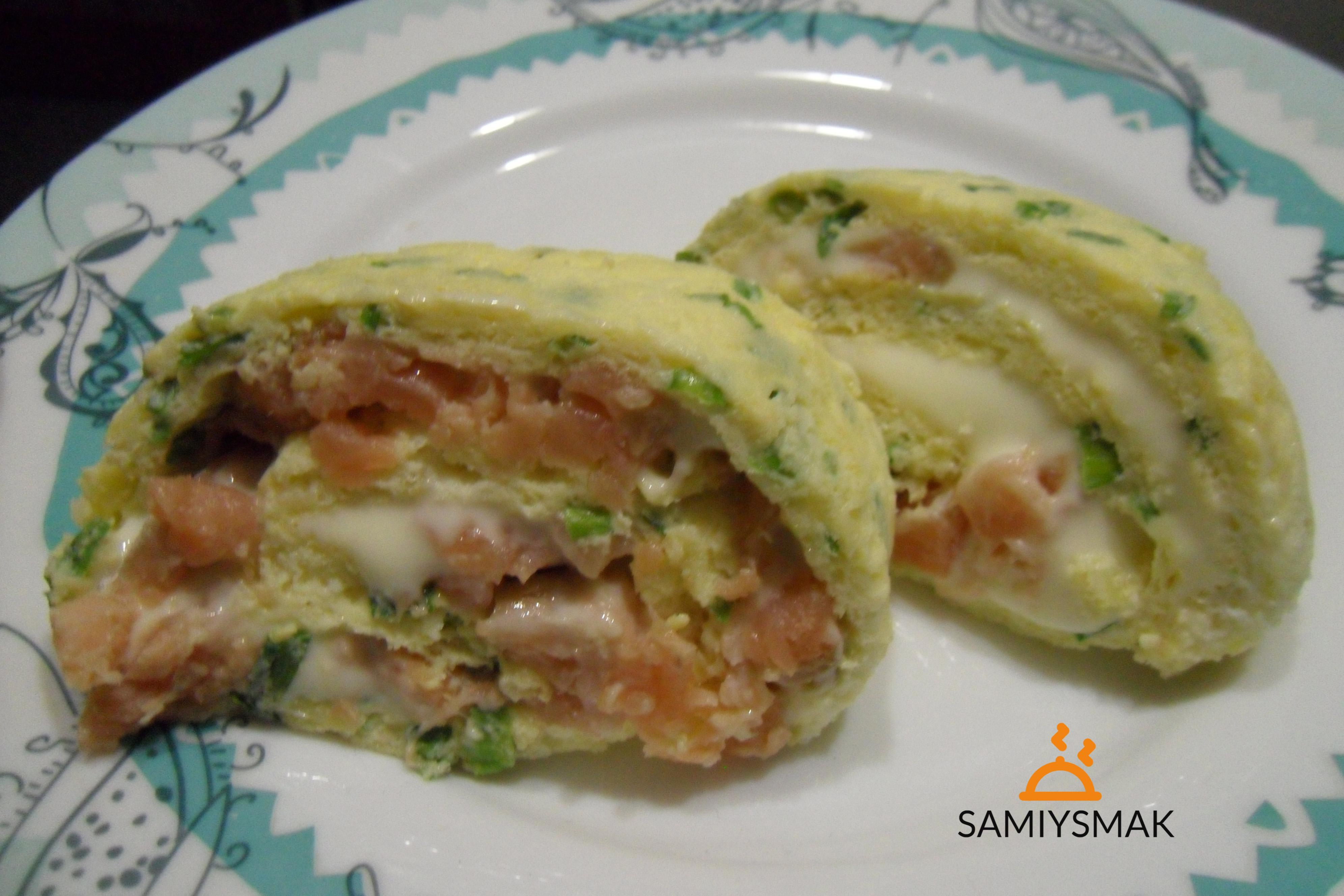 Рулет из яиц с сыром и рыбой