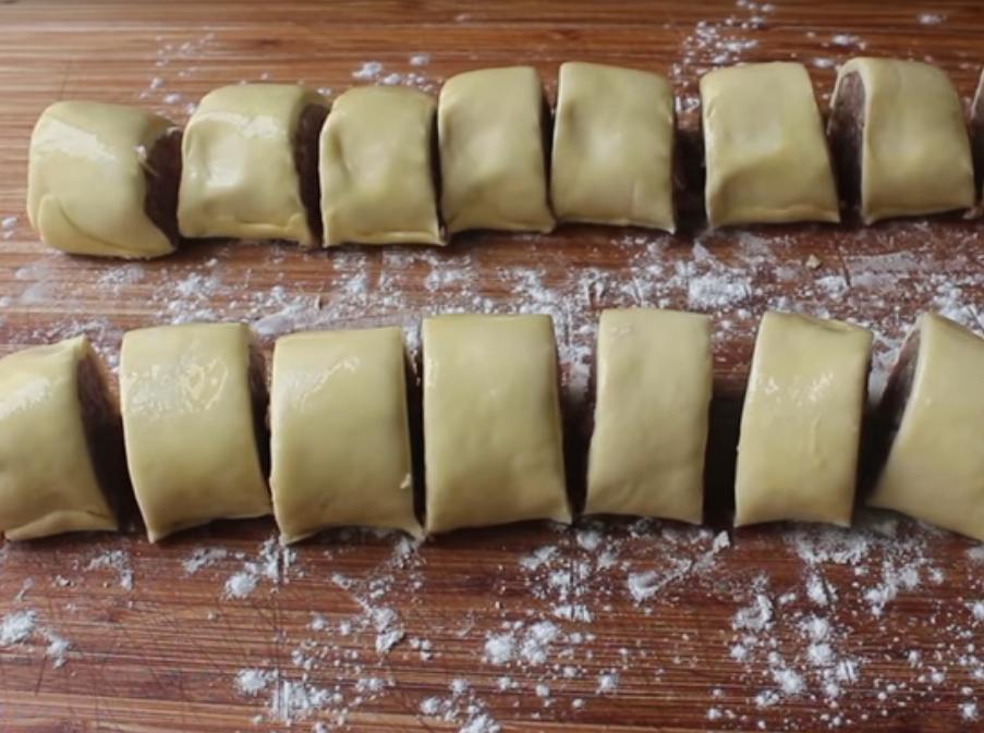 Как нарезать тесто с мясом