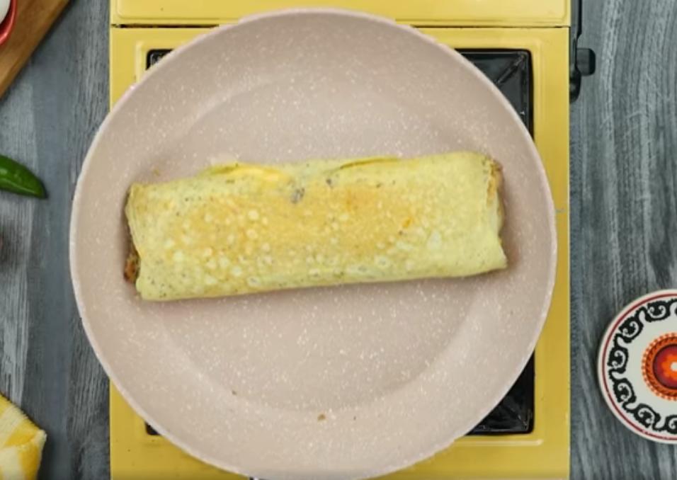Рулет яичный на сковороде печеный