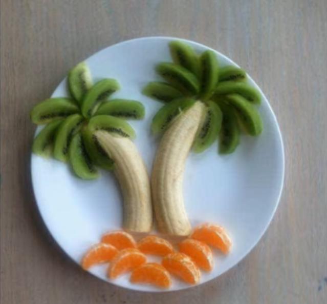 Пальма из банана и киви