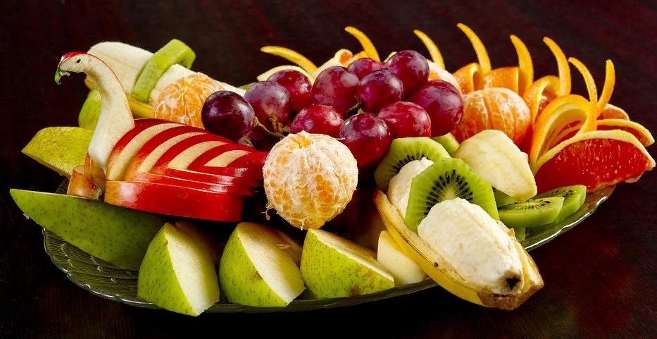 Нарезка яблока и винограда
