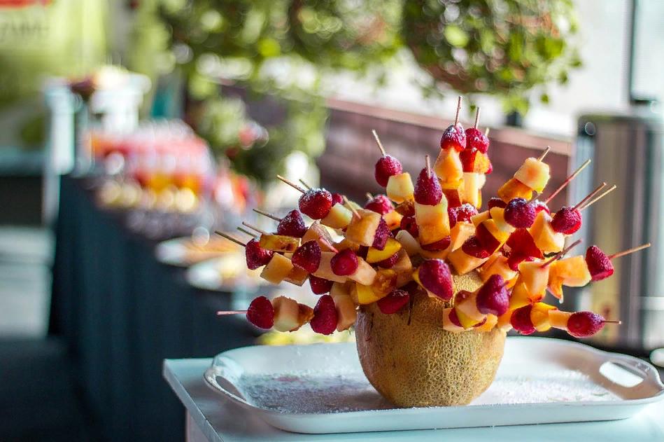 Диетические салаты из фруктов в виде канапе