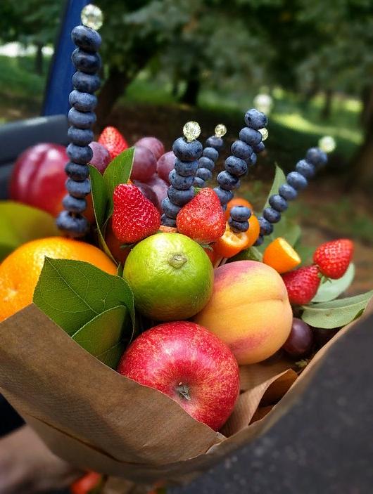 Букет из фруктов для подарка подруге