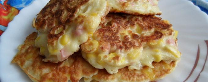 Оладьи мини-пицца на кефире на сковороде