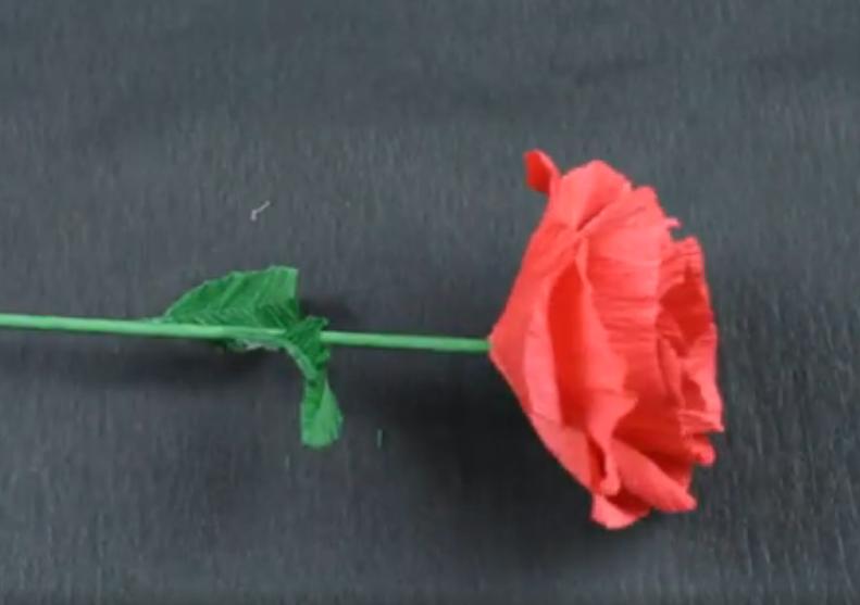 Красивая роза из бумаги вручную