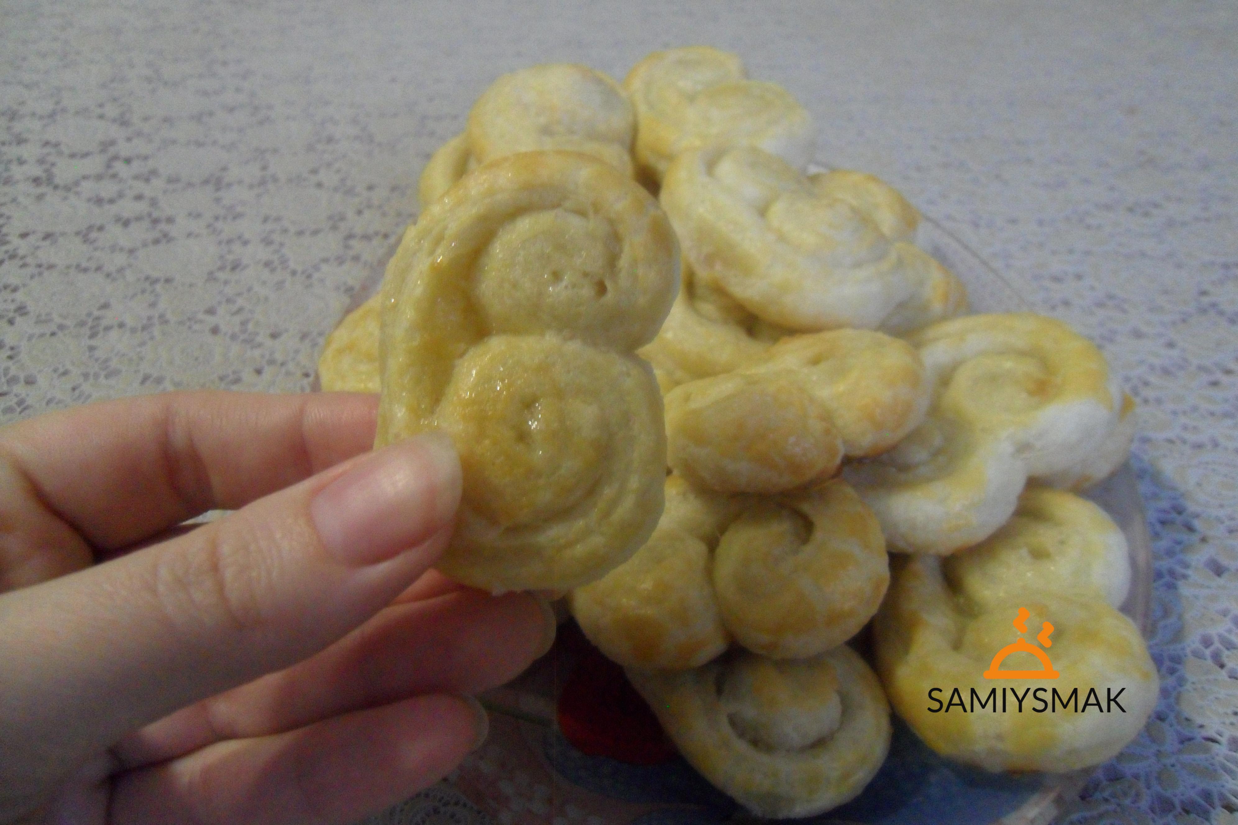 Печенье в руке