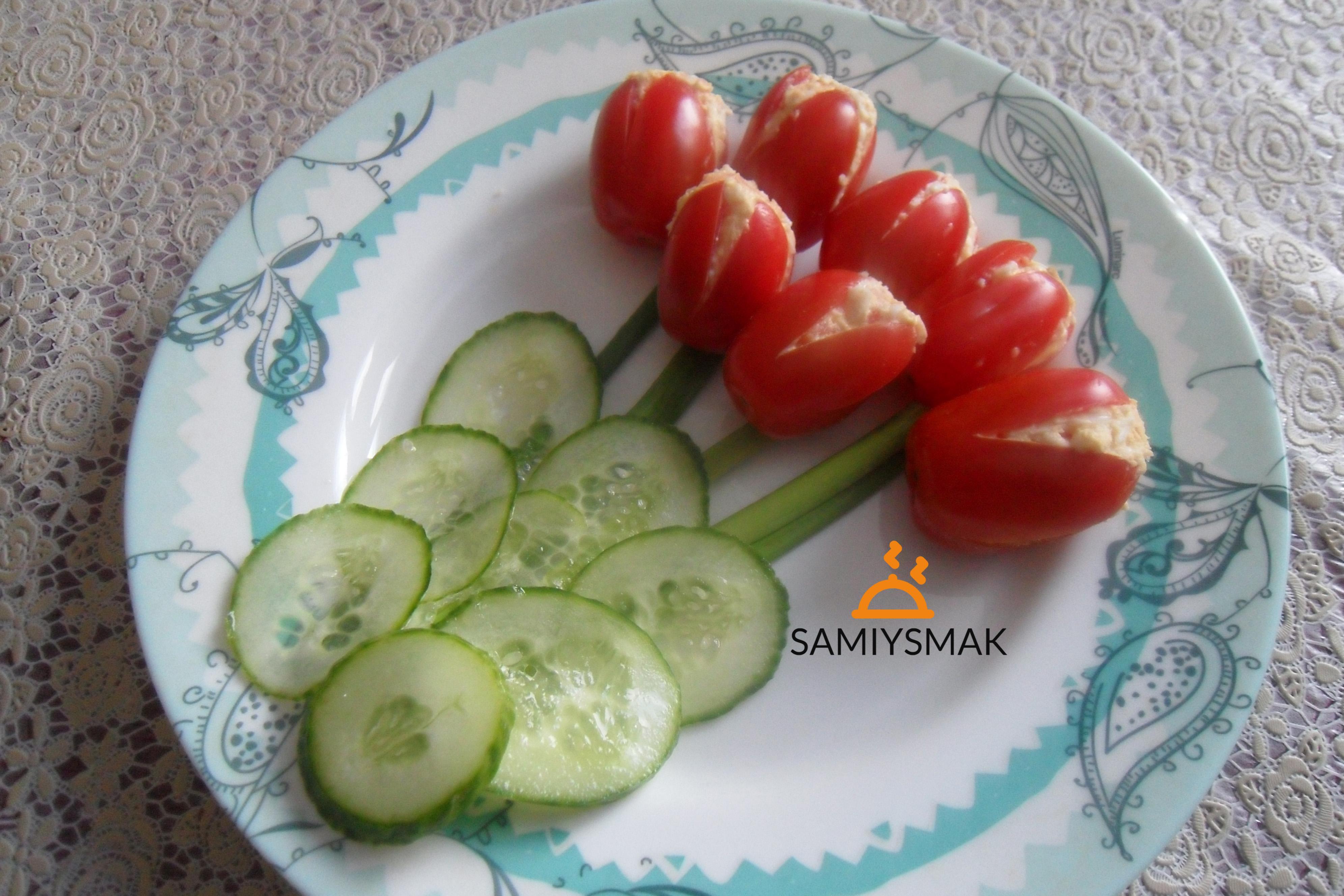 Красные помидоры тюльпаны