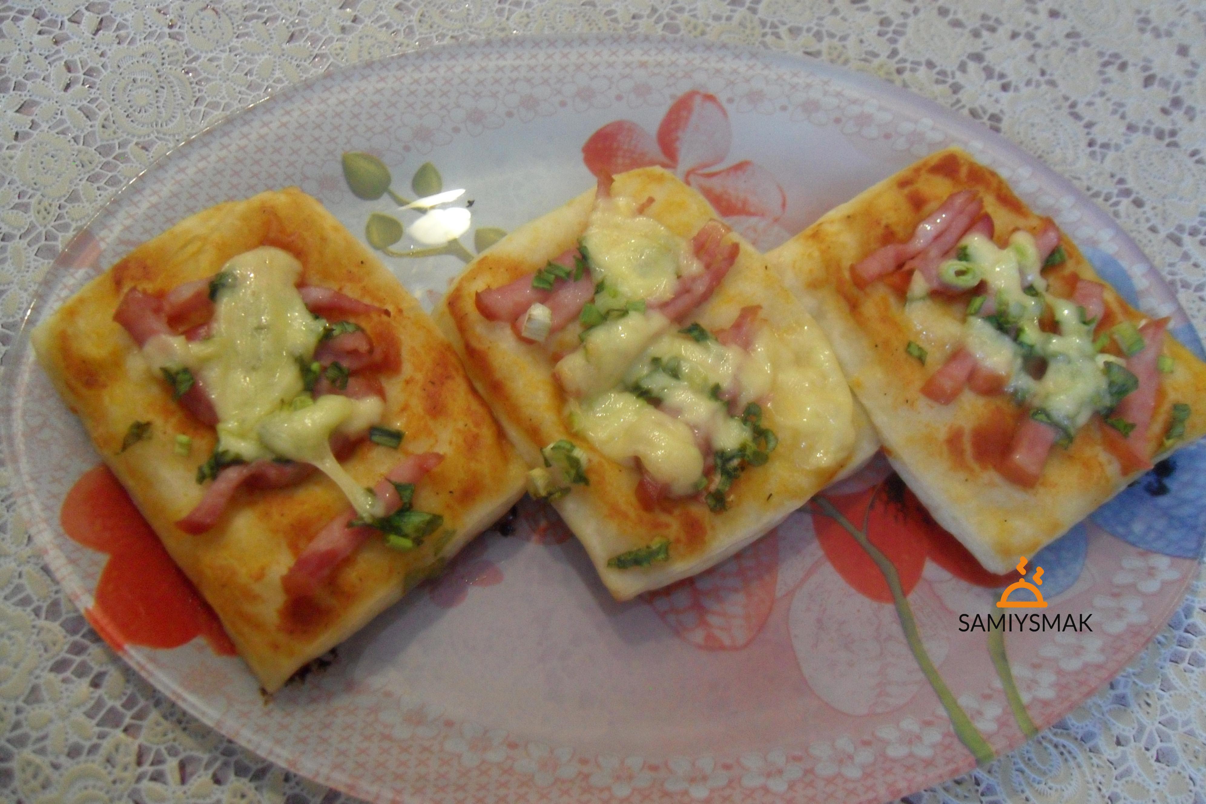 Домашняя пицца на терелке