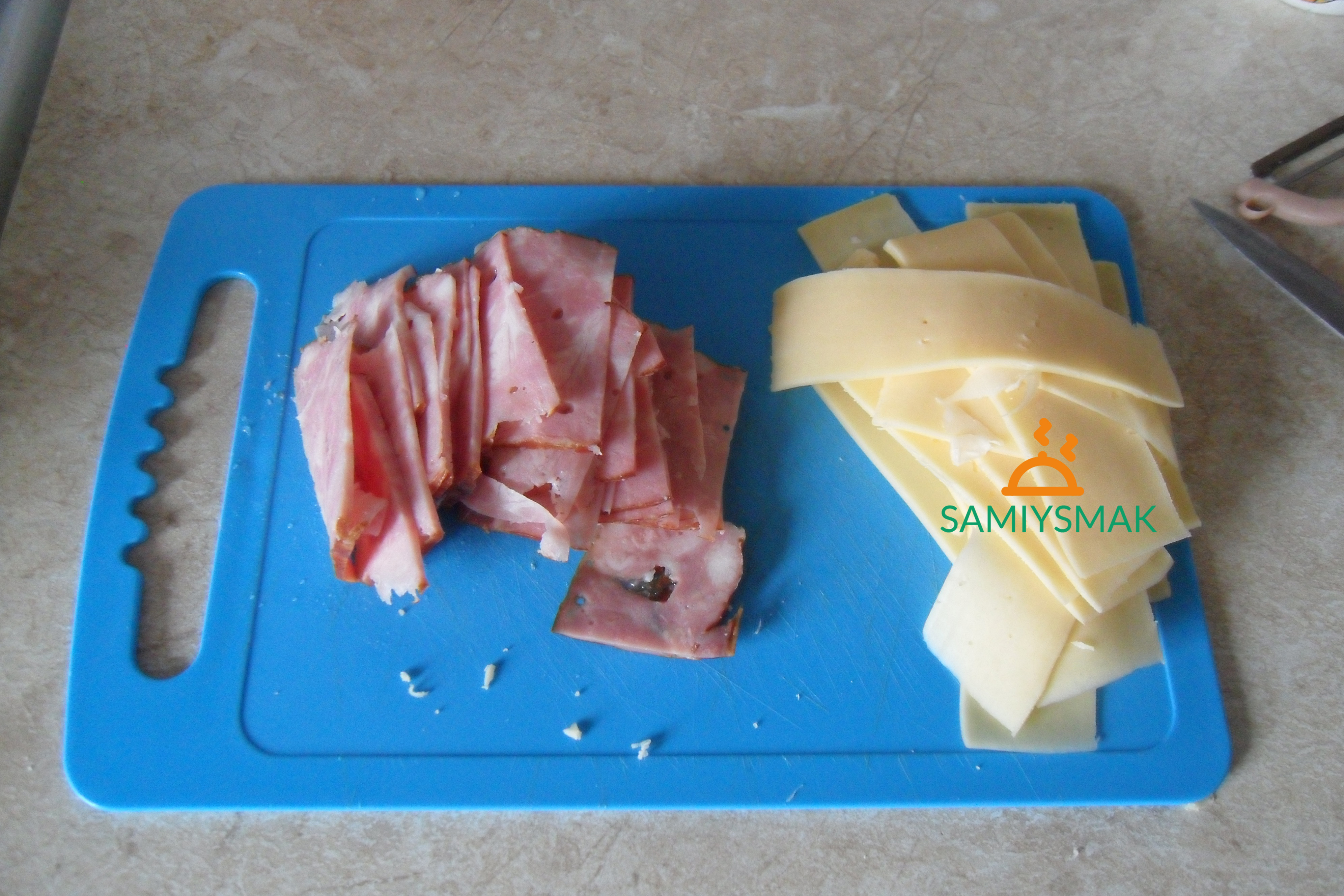 Нарезка хлеба с сыром