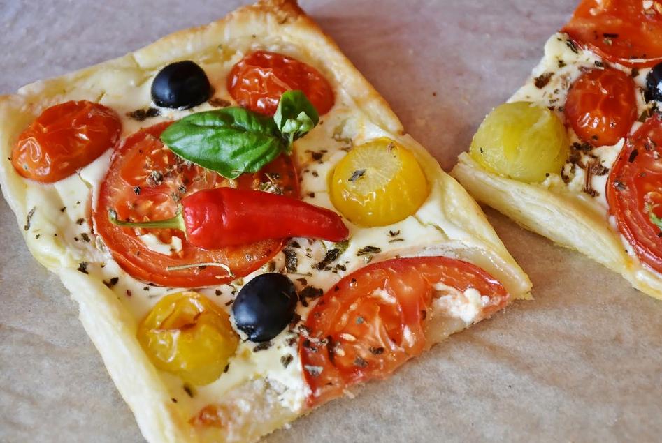 Мини-пицца с маслинами