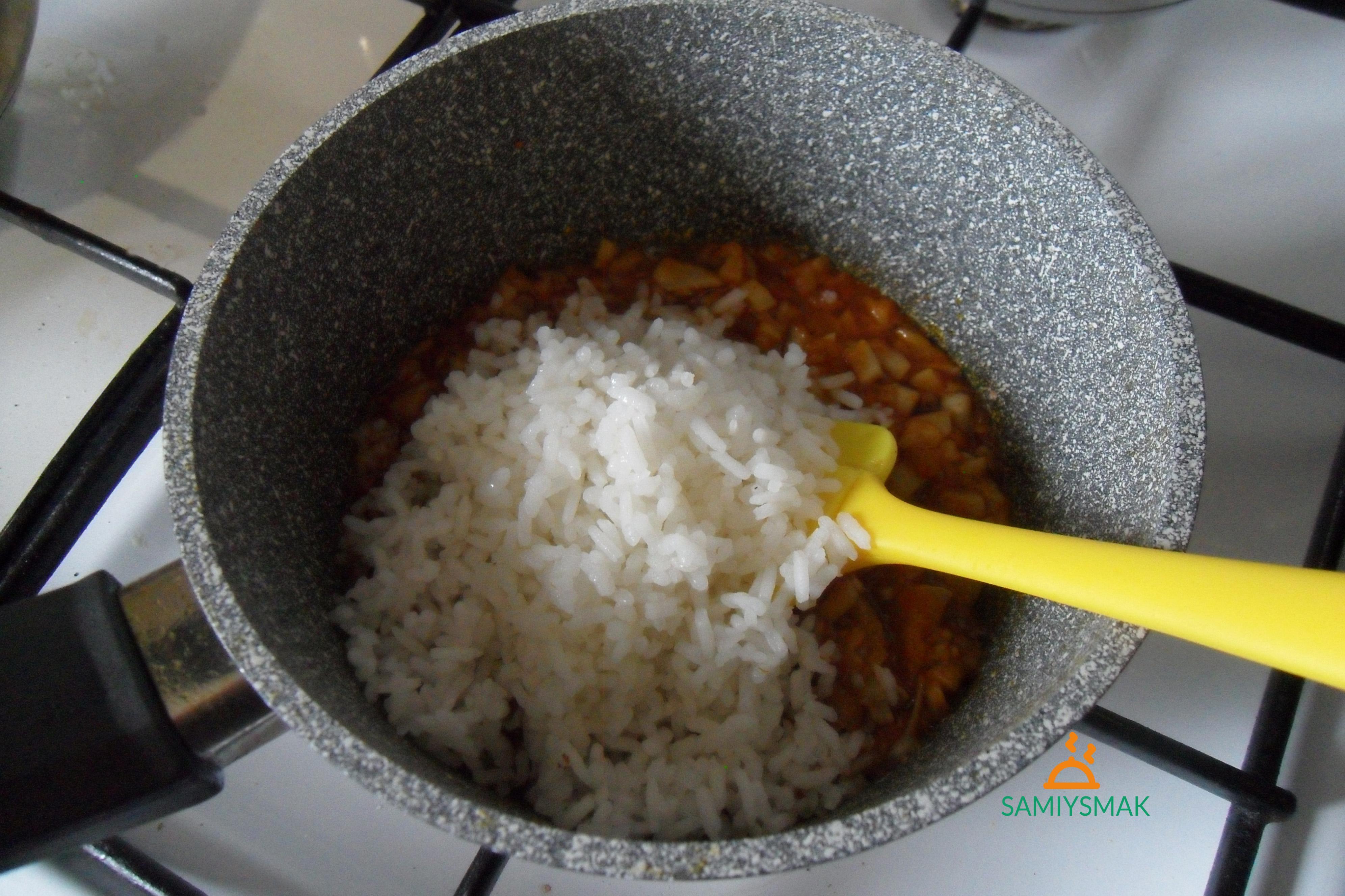 Рис с грибами и соусом