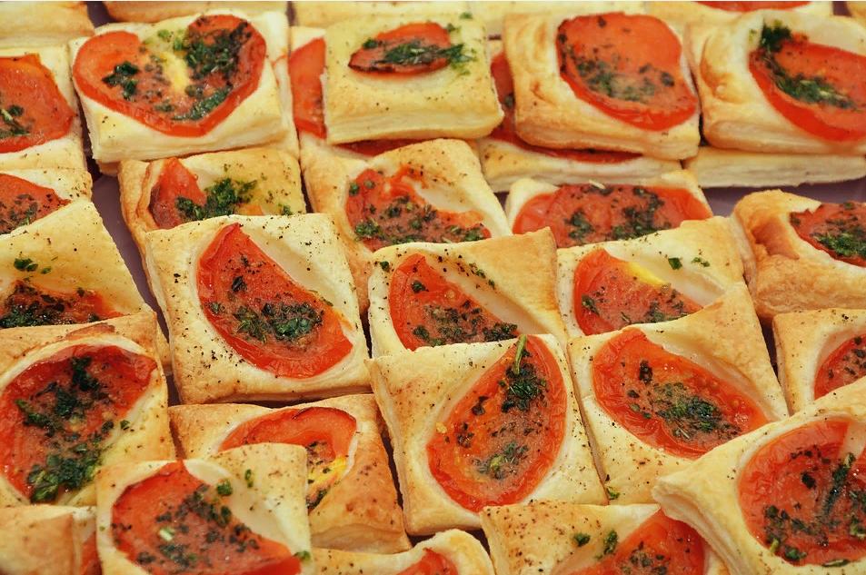 Быстрая пицца с помидорами