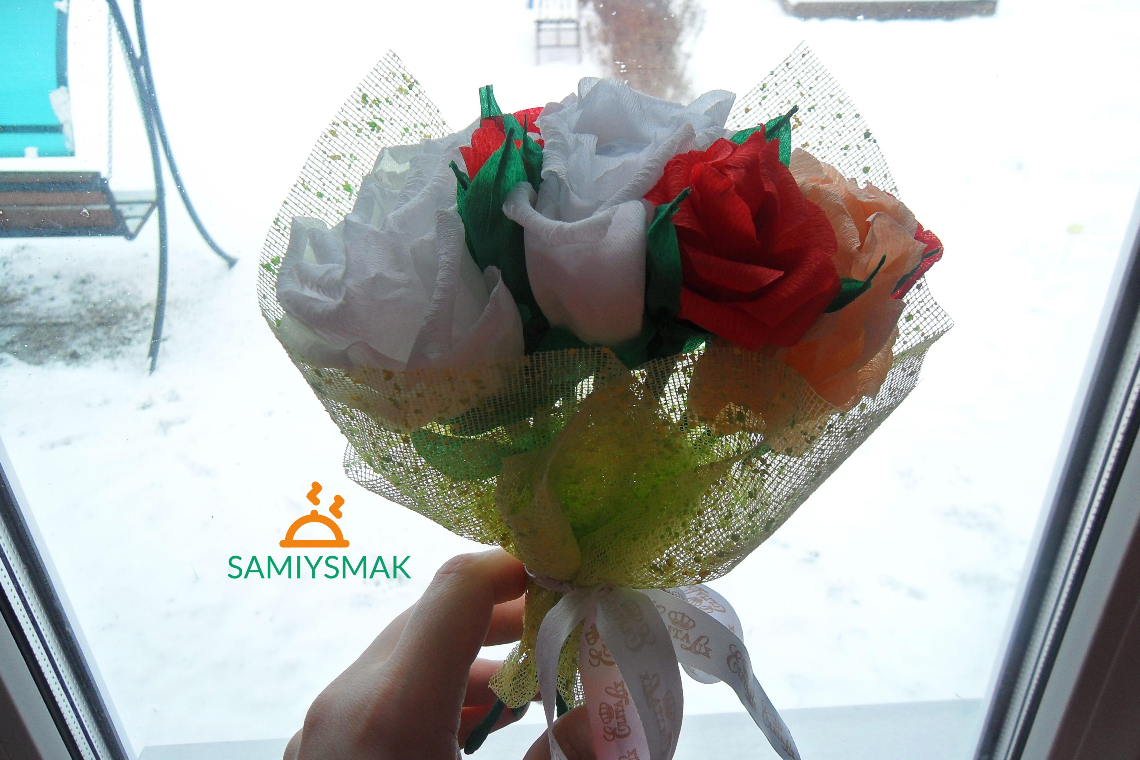 Как выглядит букет роз из крепированной бумаги