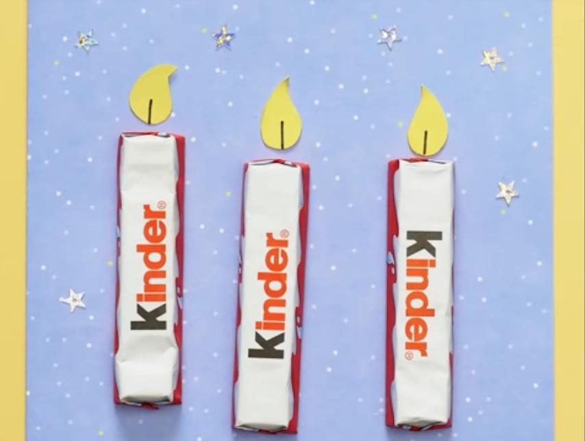 Открытка с конфетами в виде свечей