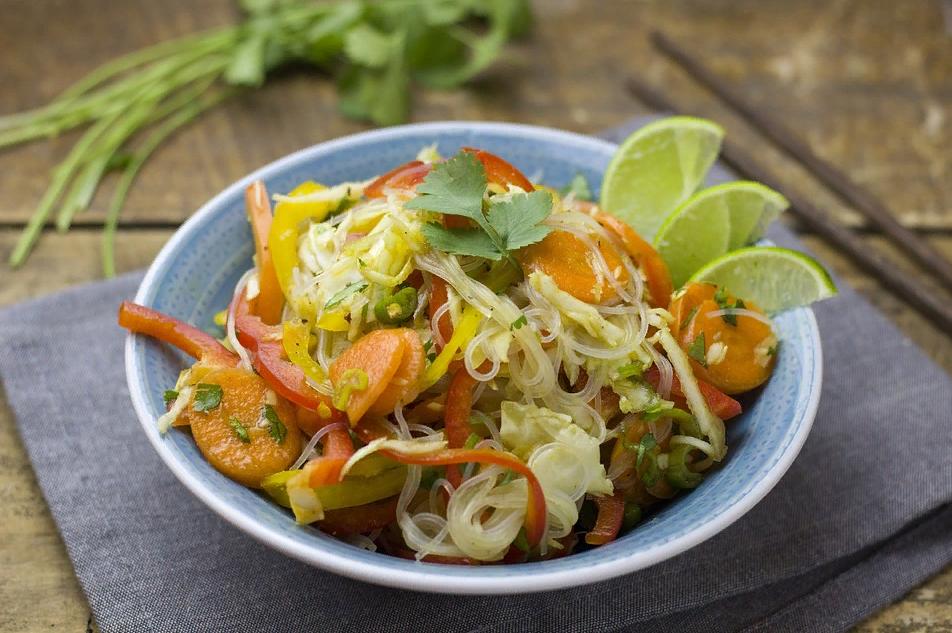 Вкусный салат с морковью и перьями