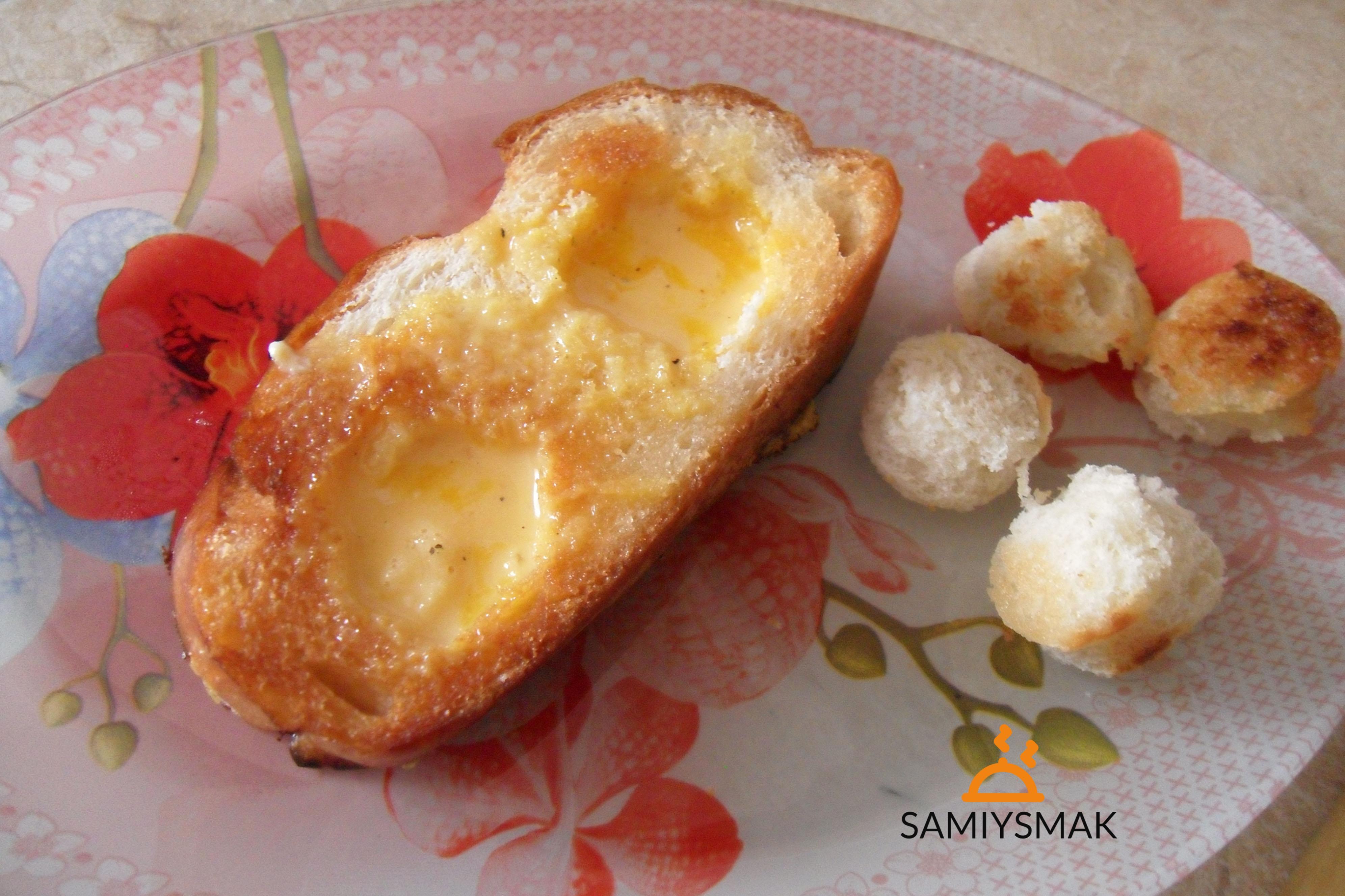 Гренка на сковороде с яйцом