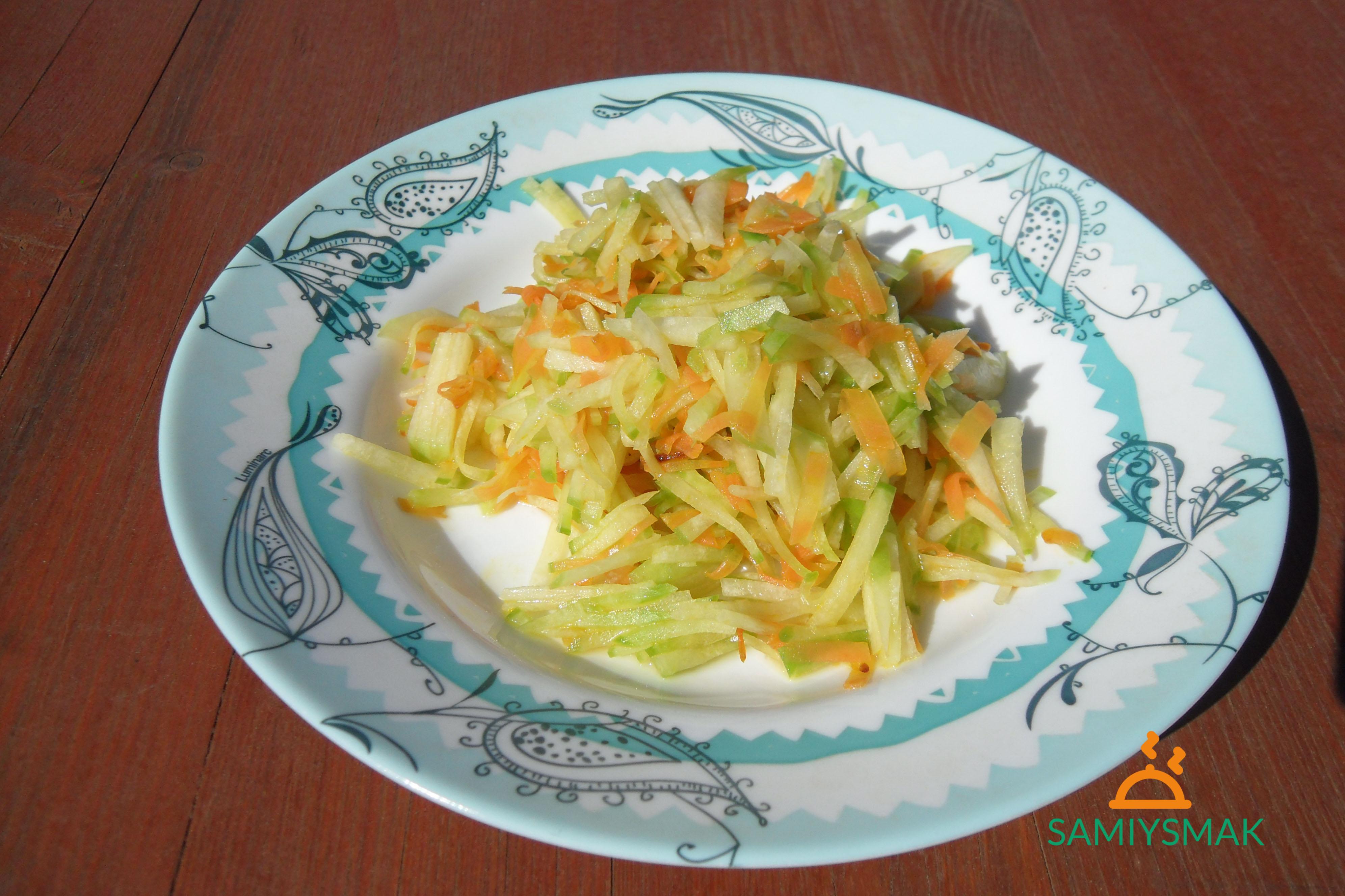 Салат с редькой и морковью на улице