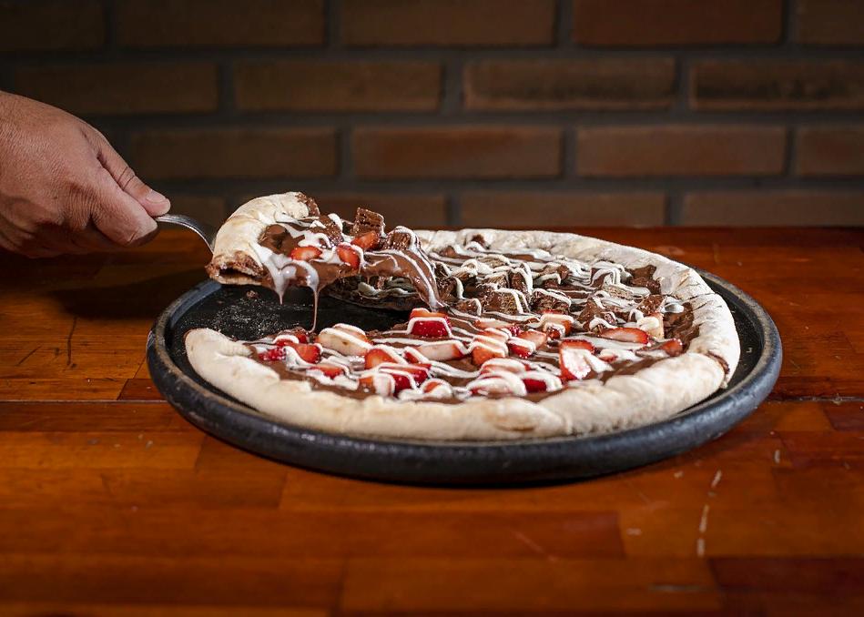 Клубничная пицца с вафлями