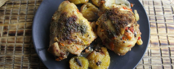 Куриные бедра со сливами в духовке как запечь