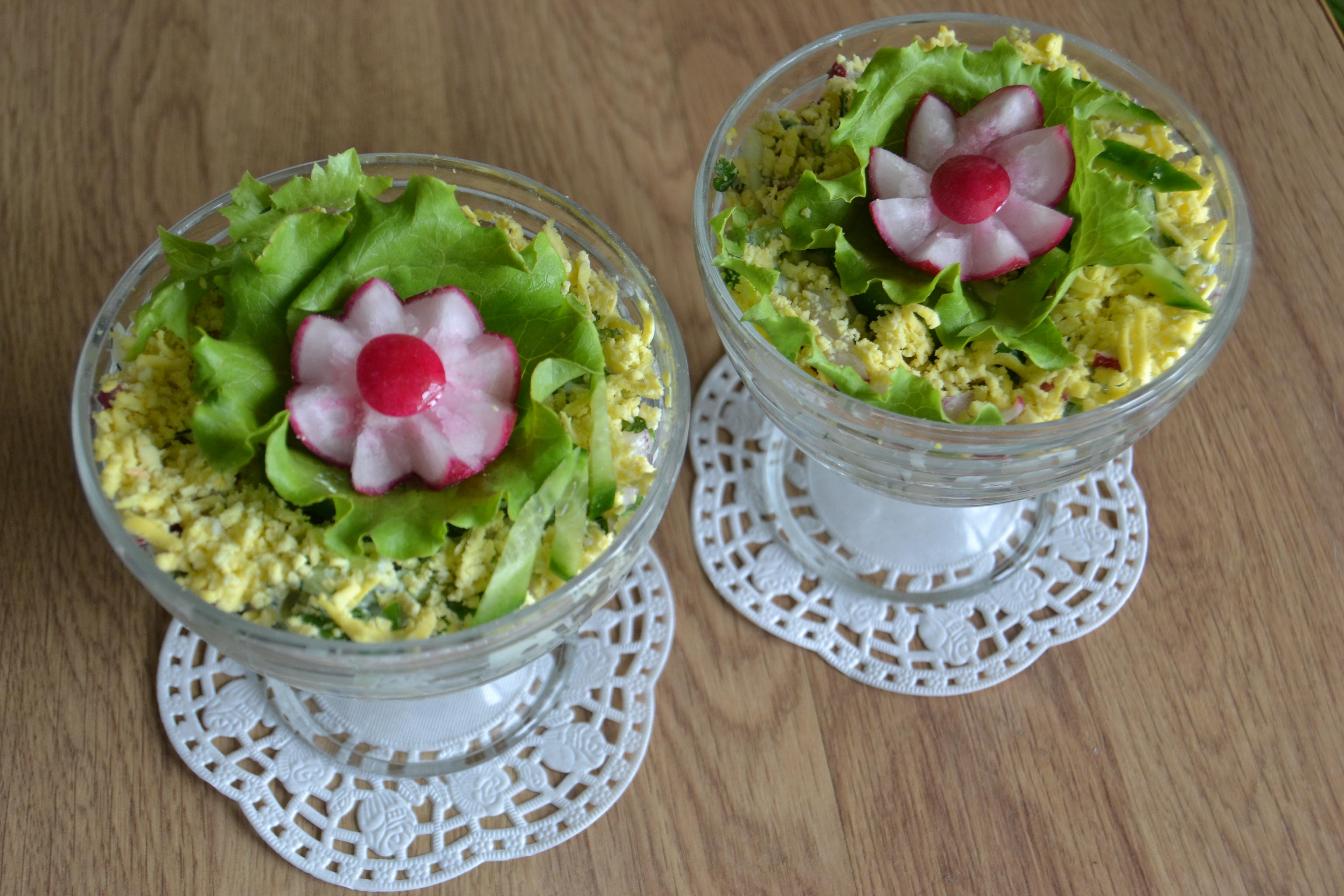 Салат в креманках с редиской