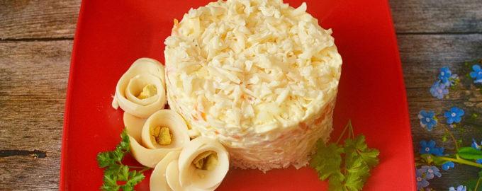 """Салат """"Невеста"""" с курицей и плавленым сыром"""