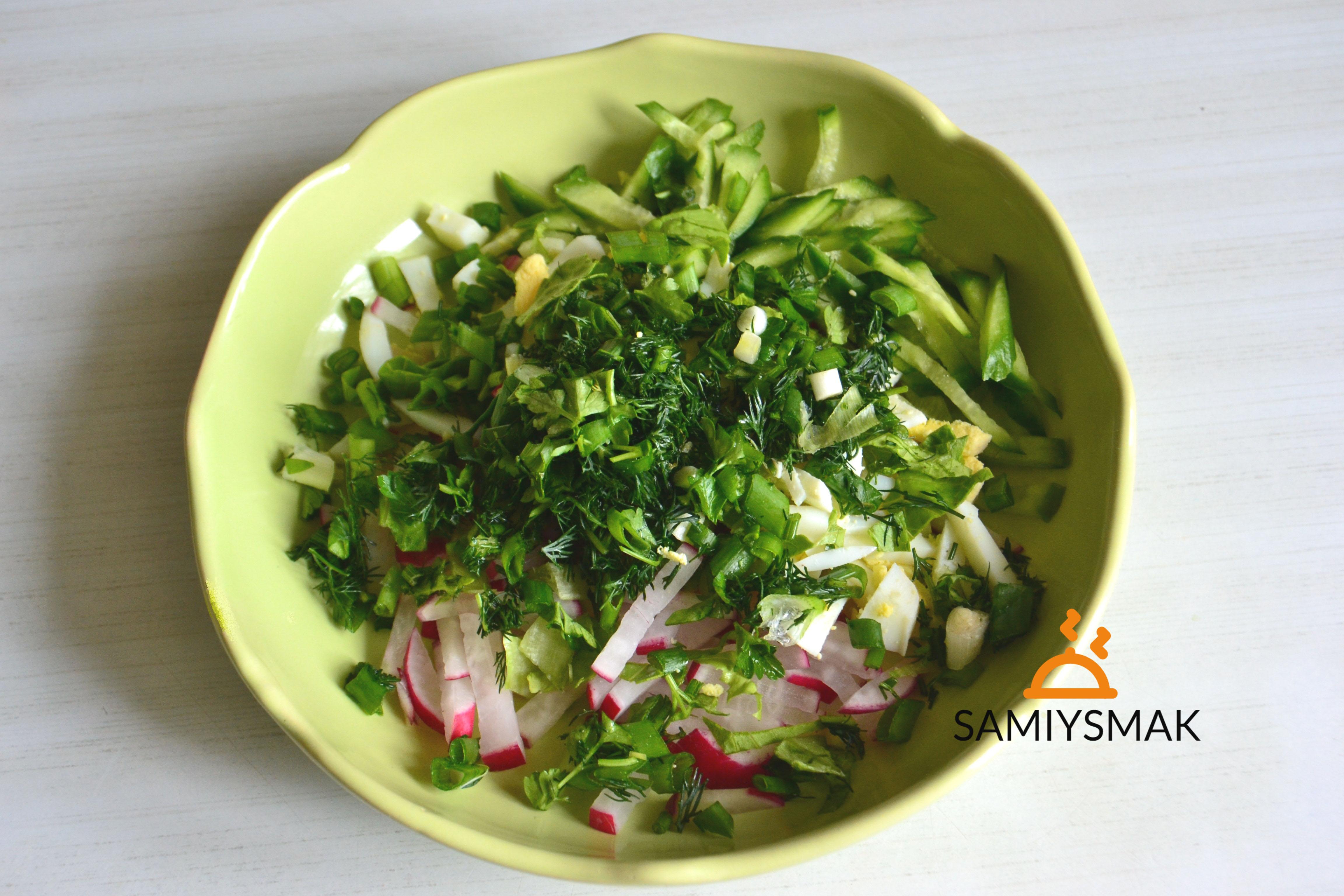 Зелень в салате весной