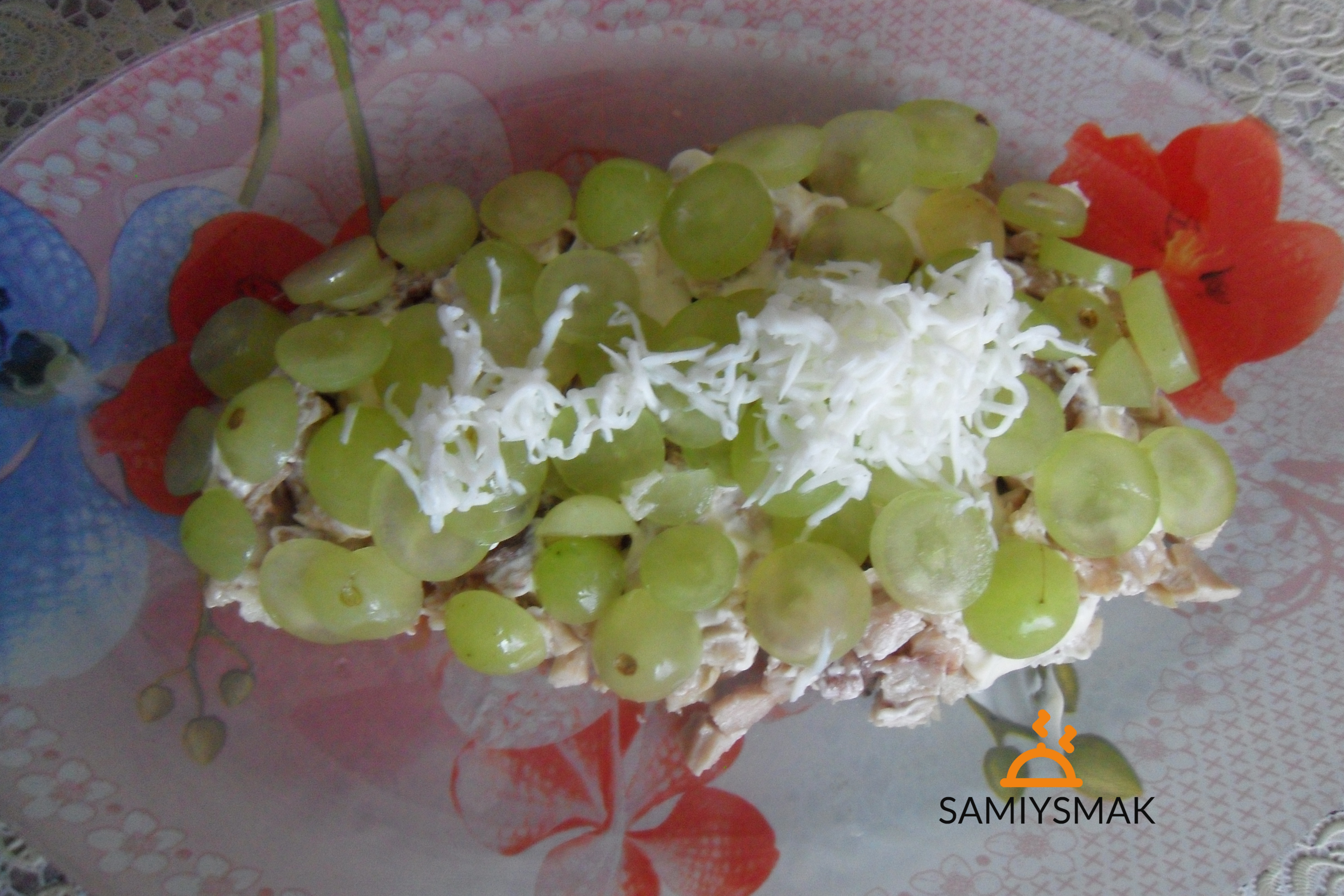Виноград в салате