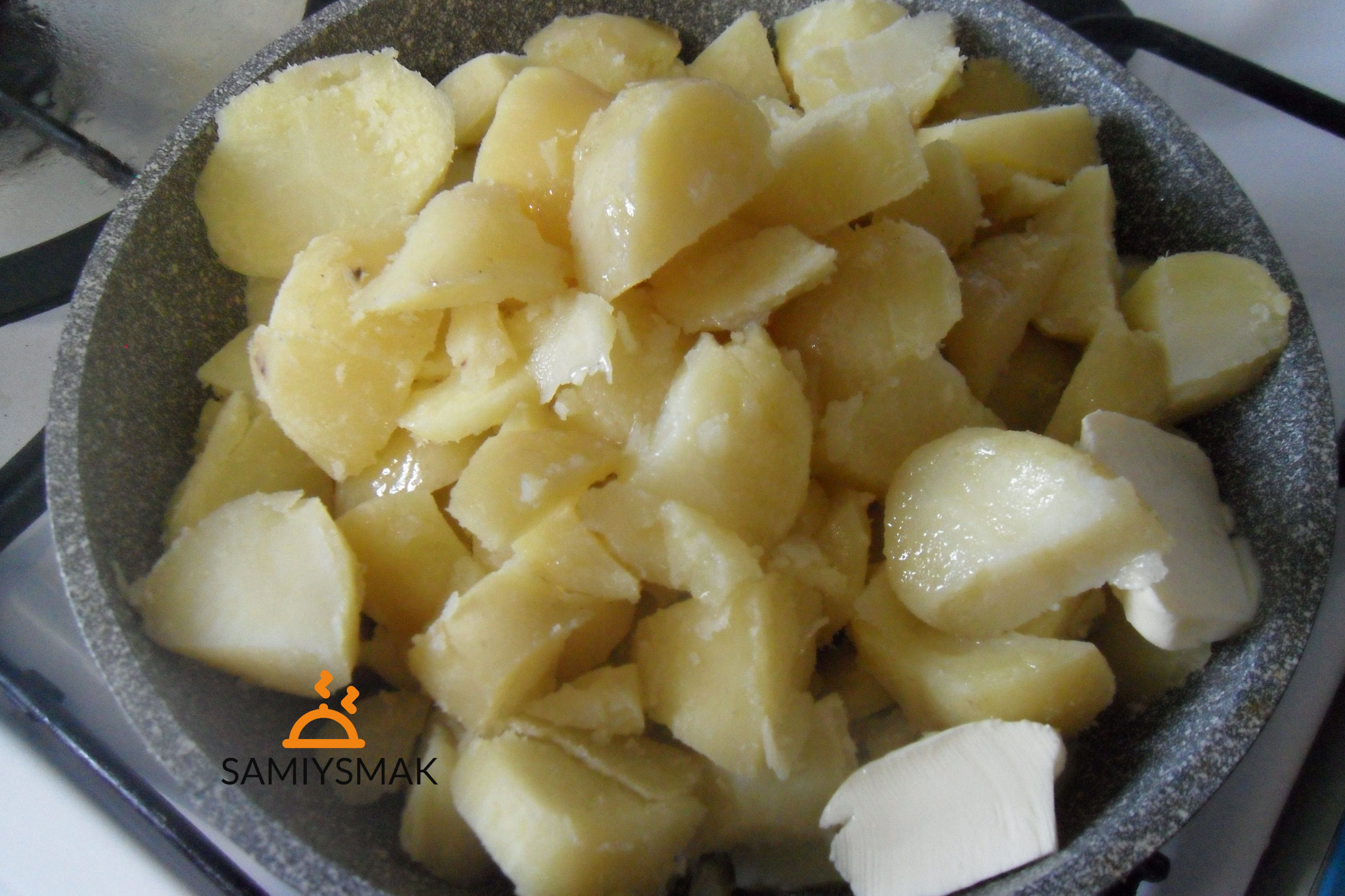 Полная сковорода картошки