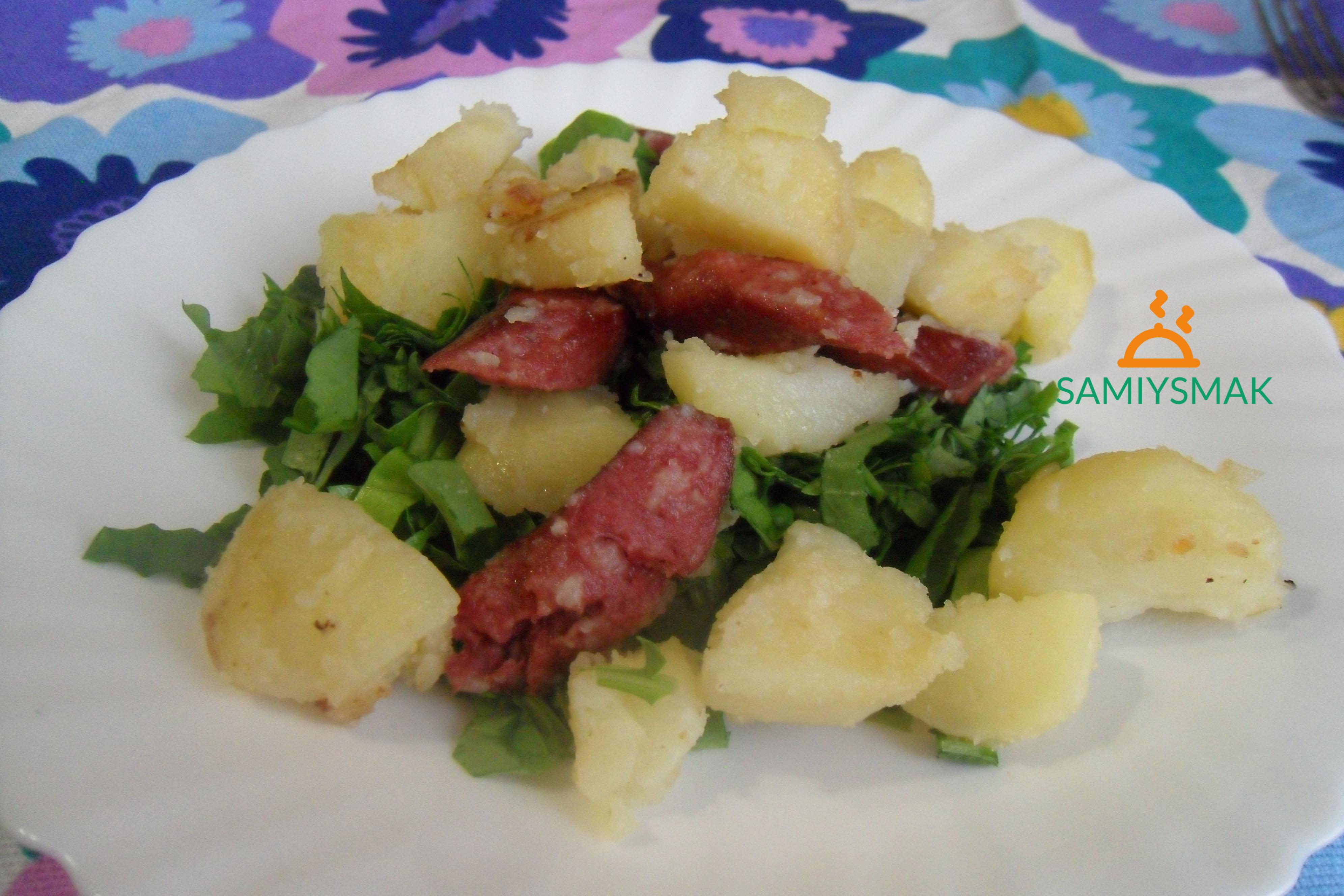 Вкусная картошка с сосисками на сковороде