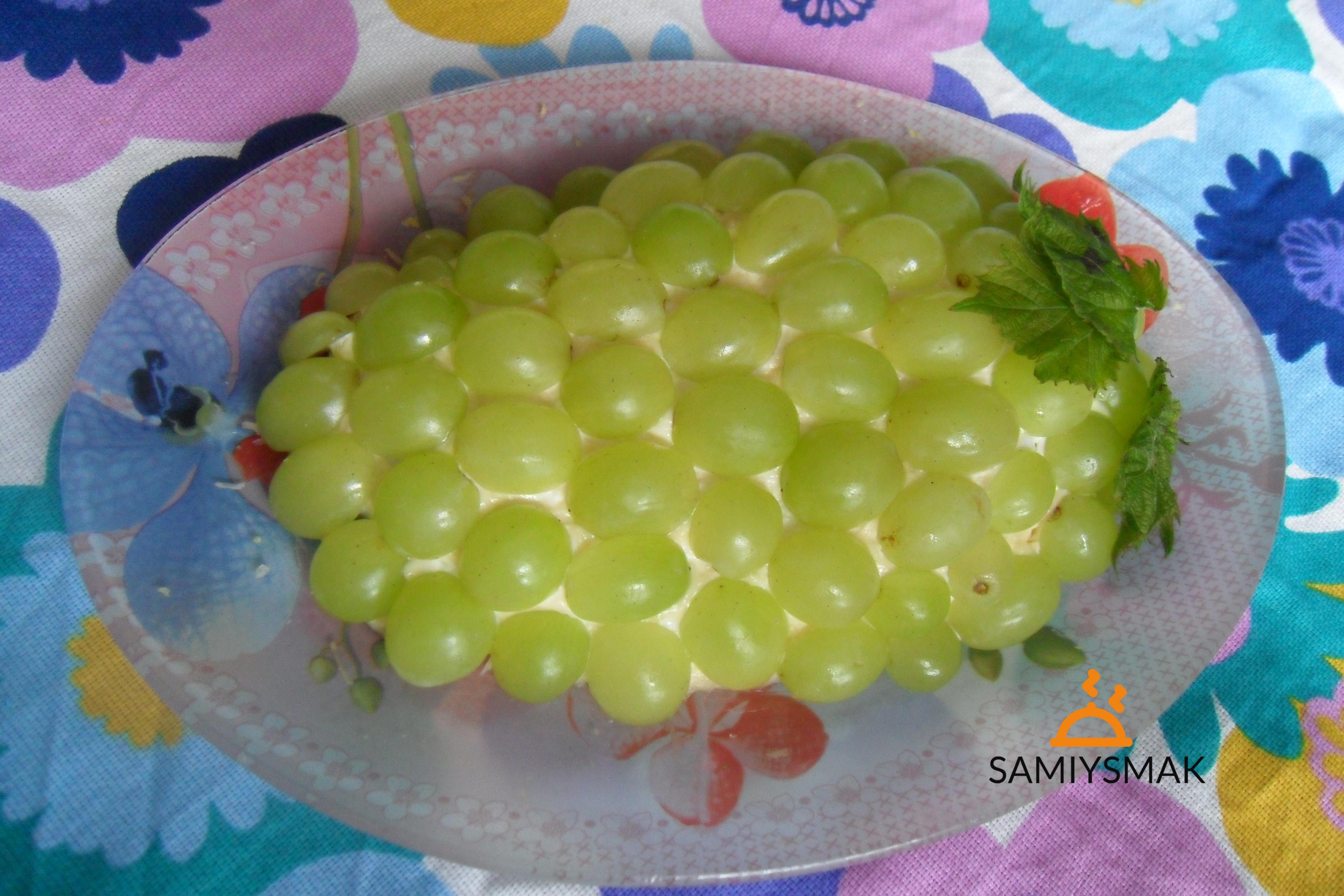 Салат в виде грозди виноградной