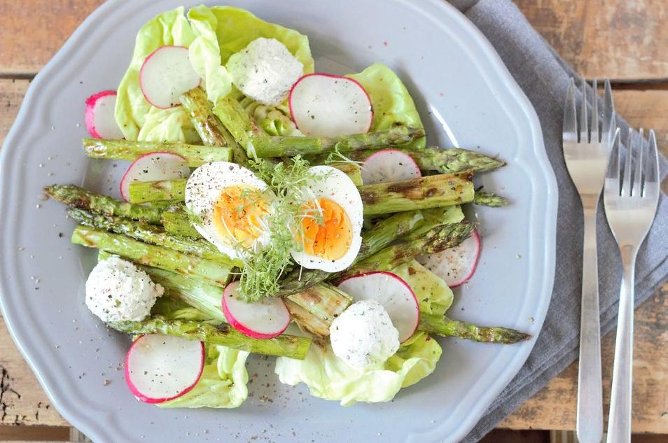 Салат со спаржей и редиской