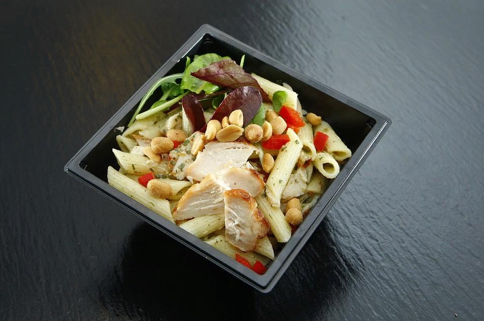 Макаронный салат с базиликом