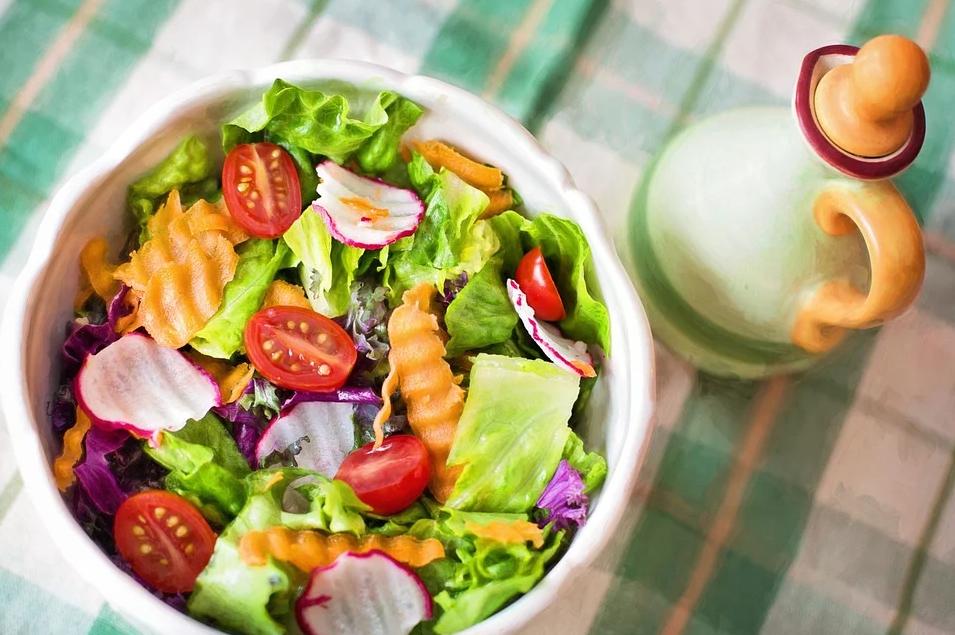 Салат с редиской и беконом