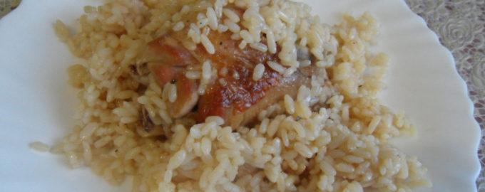 Индюшатина с рисом на сковороде