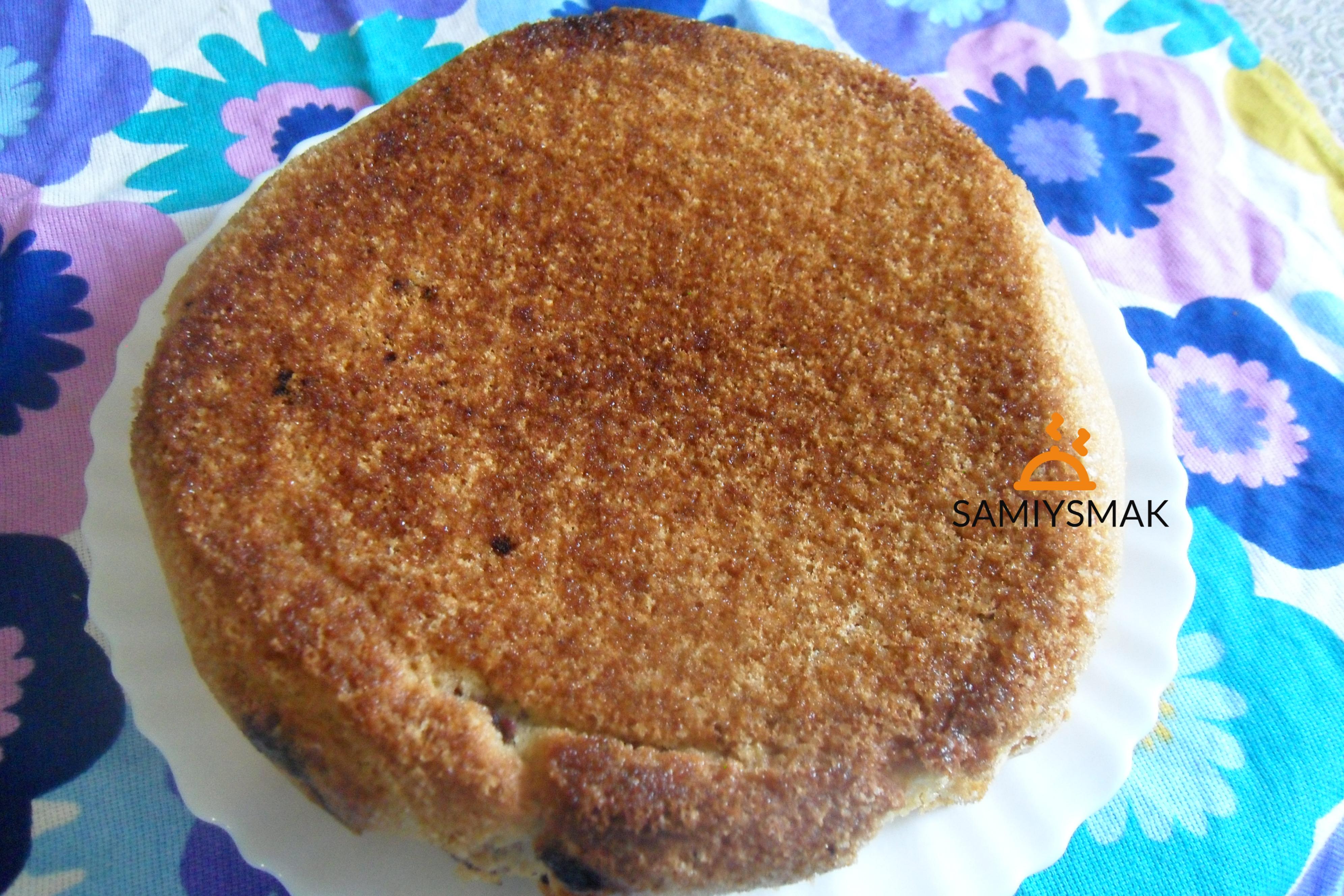 Готовый пирог с жимолостью