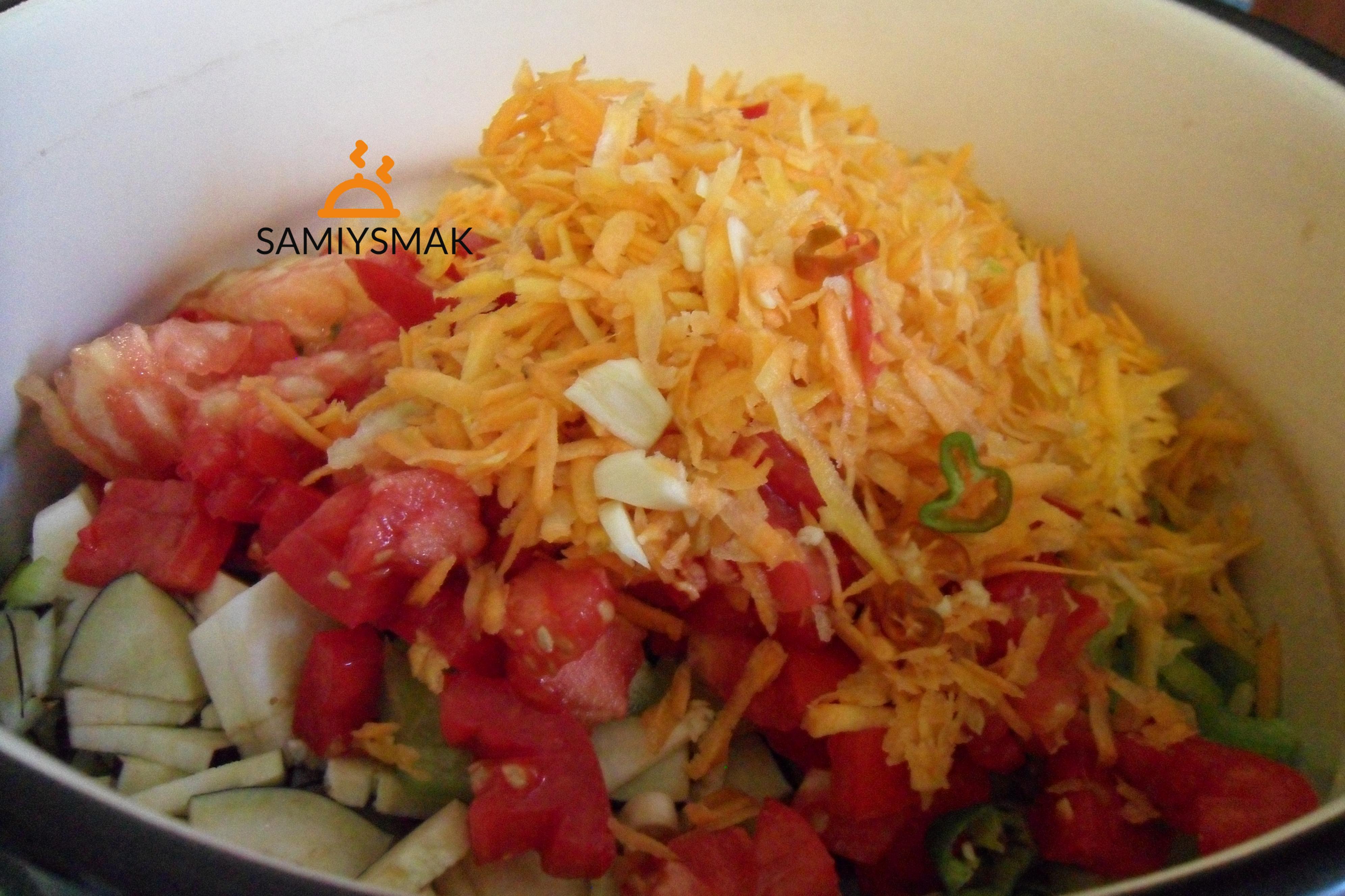 Разные овощи в кастрюле