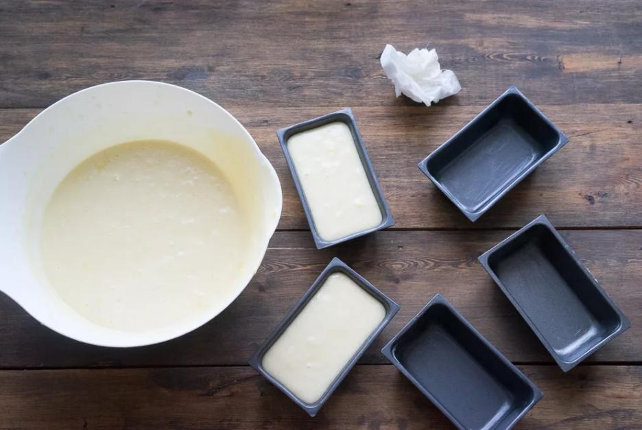 Масло в форме для холодильника